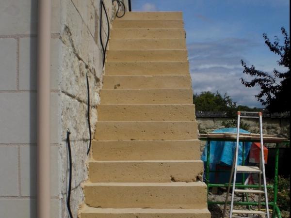 Escalier ext rieur en pierre dans une chambre d 39 h tes for Escalier pierre reconstituee
