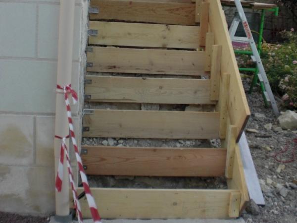 Escalier ext rieur en pierre dans une chambre d 39 h tes - Comment faire un escalier en parpaing ...