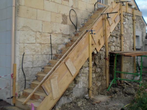 Escalier ext rieur en pierre dans une chambre d 39 h tes for Escalier exterieur pierre