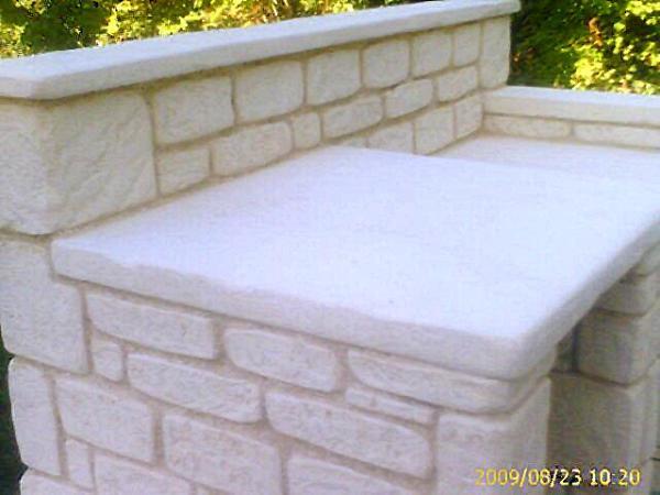 terrasse jardini re et barbecue en pierre calcaire moul e. Black Bedroom Furniture Sets. Home Design Ideas