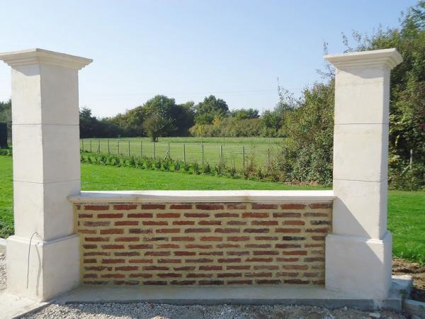 piliers de portail d 39 entr e en pierre de bourgogne moul e. Black Bedroom Furniture Sets. Home Design Ideas